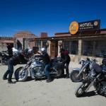 Pause déjeuner à Susques sur un voyage moto Harley en Argentine