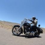 Dans le désert sur un voyage moto Harley au Maroc