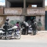 Station de gonflage au Pérou lors d'un voyage moto Harley