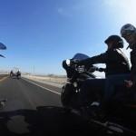 Sur la route au Pérou lors d'un voyage moto Harley