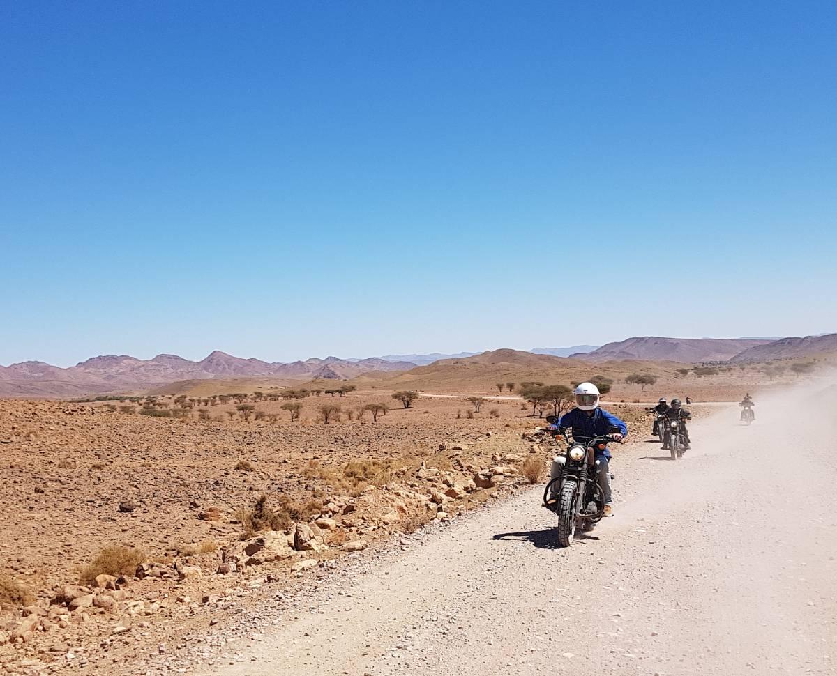 voyage à moto scrambler au Maroc