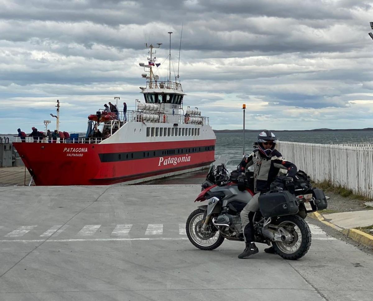 La Patagonie à moto avec Road Trip Facvtory et la traversée du détroit de Magellan pour rejoindre la Terre de Feu et Ushuaia