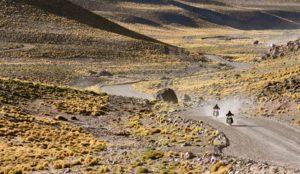 Nos voyages à moto scrambler privilégient les étapes courtes mais extraordinairement spectaculaires, la découverte du pays dans ses lieux les plus secrets et les vrais rencontres…